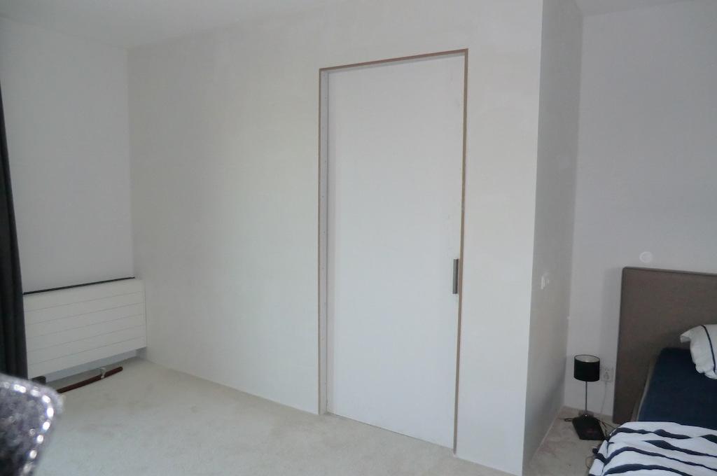 Geisoleerde Wand Plaatsen Met Schuifdeur